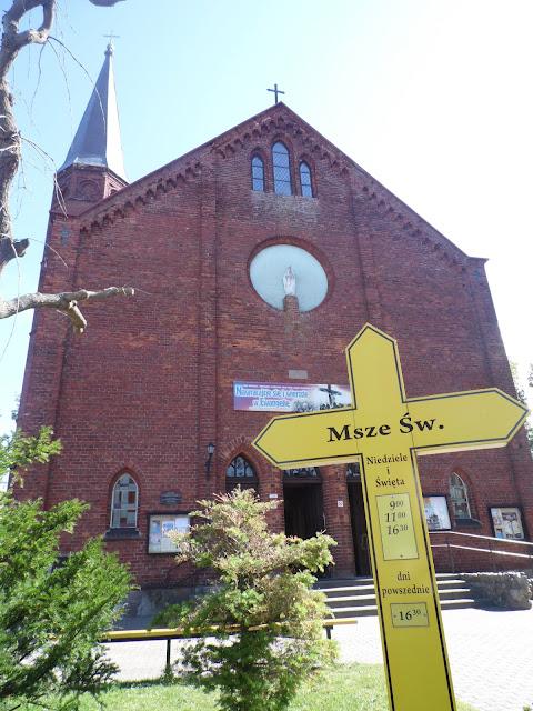 Kościół w Sarbinowie Morskim koło Mielna, widok od strony wejścia (frontu)