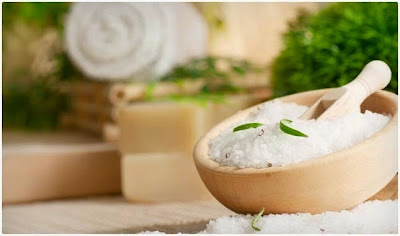 How to prepare a detoxifying and relaxing bath Exfoliate and invigorate your skin Relieve muscle pain