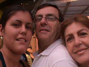 Mi sobrina Sonia, mi hermano y yo.