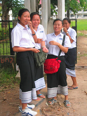 Baju uniform sekolah Laos