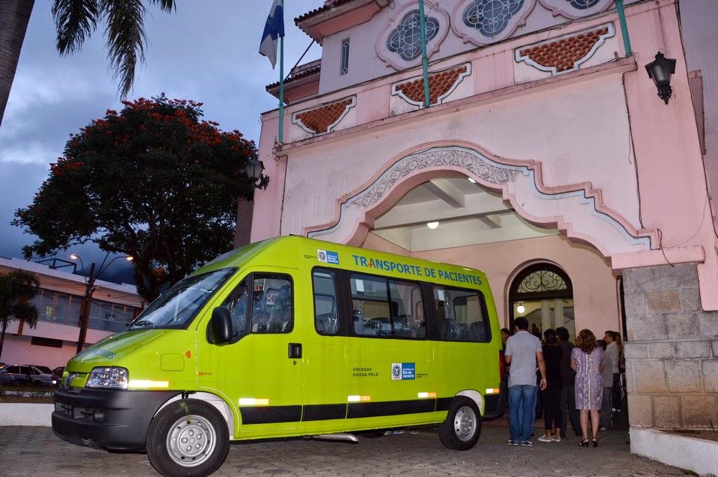 Uma das vans, equipada com 16 lugares e ar condicionado, destinada a Teresópolis