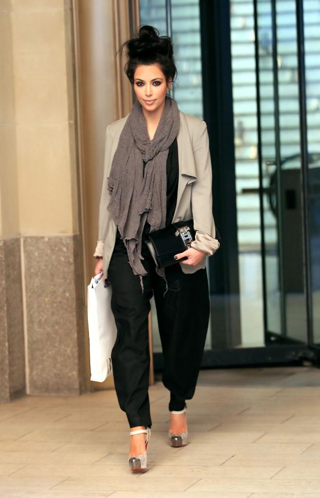 Rosen So Rot Kim Kardashian Fashion