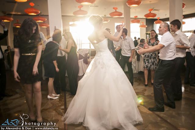 ddanciu.ro poze nunta cluj, foto nunta, fotografi nunta, fotografii de nunta in cluj, roxi si bogdi, alexandra si dan danciu, locatii fotografii nunta Cluj, Il Camino Cluj, poze nunta cluj, ad photography, poze nunta stadion, poze livada Aroma, nunta la Aroma, Arma Cluj