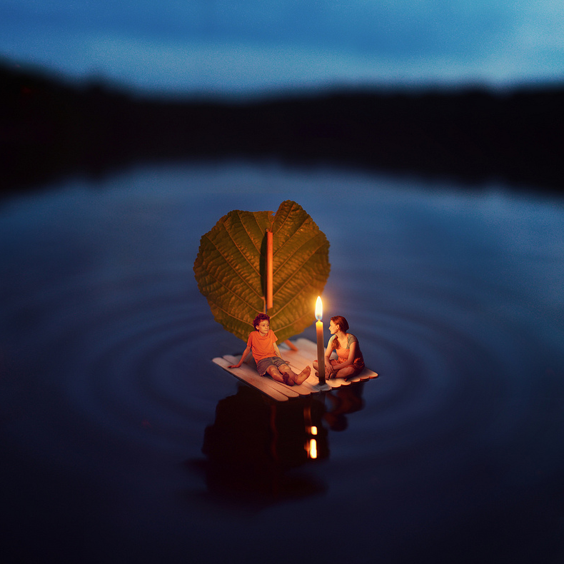 17-Summer-Tales-Zev-Hoover-zevhoo Surreal-Miniatures-Photo-Manipulations-www-designstack-co