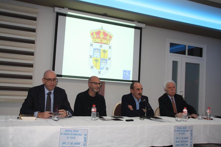 Pedro Maestre recibe el premio gil de biedma