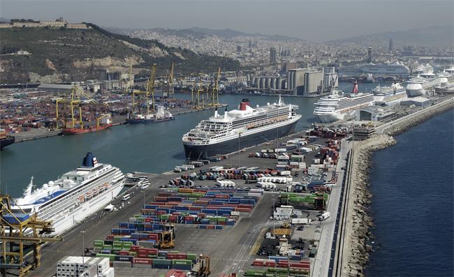 La contaminación de los cruceros ahoga Barcelona