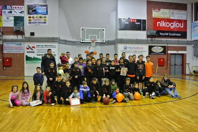 Πετυχημένη Χριστουγεννιάτικη γιορτή και βράβευση του Δημήτρη Σιόλογκα από τον ΚΣ Γέφυρας-Πλούσιο φωτορεπορτάζ των φίλων μπάσκετ του συλλόγου και βίντεο από την εκδήλωση