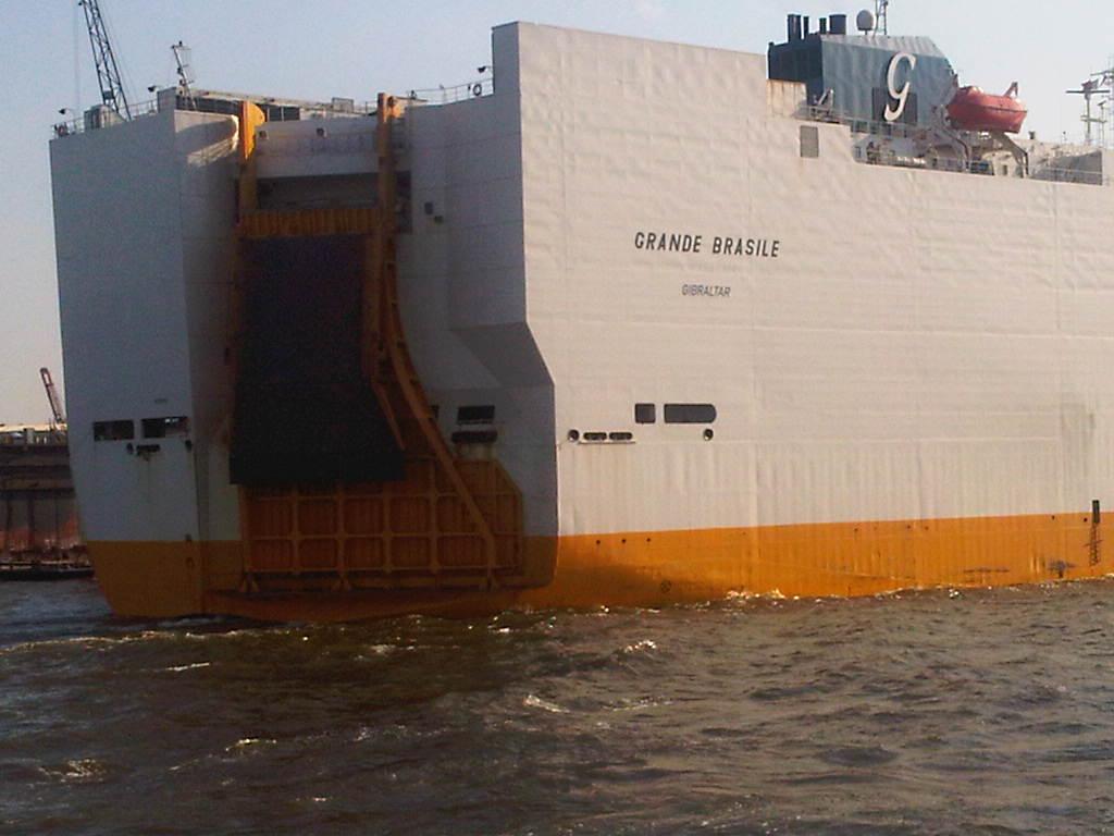 Heck der Grande Brasile der Grimaldi Lines im Hamburger Hafen
