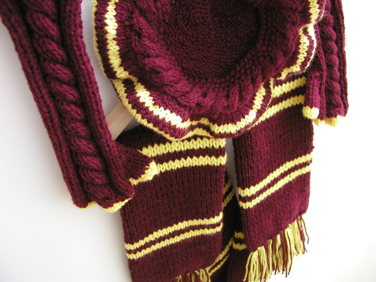 Harry Potter Scarf Knitting Pattern : Hand Knitted Things: Harry Potter Inspired