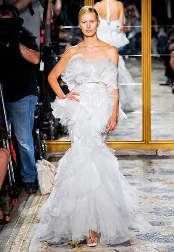 Бяла рокля с волани на Marchesa