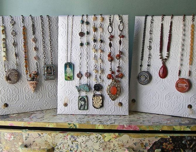 beautiful necklace displays using wallpaper the beading
