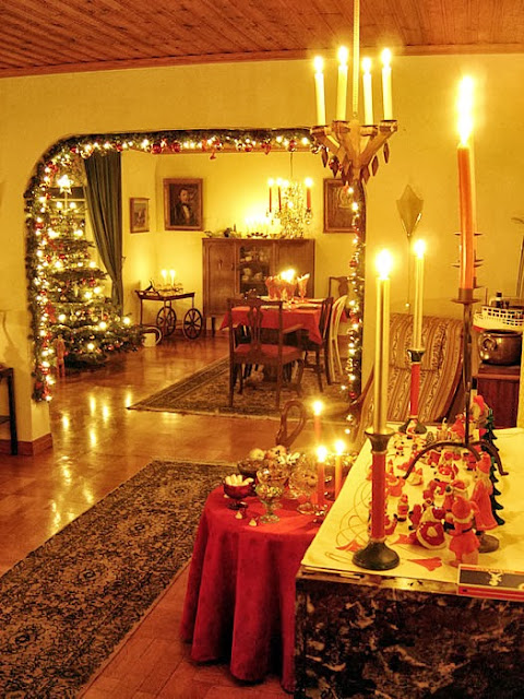 Matsalen, julgranen och valvet med den härliga girlangen!