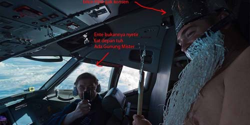 Beredar Foto Pilot Sukhoi Asyik Bercanda Saat Mengemudikan Pesawat