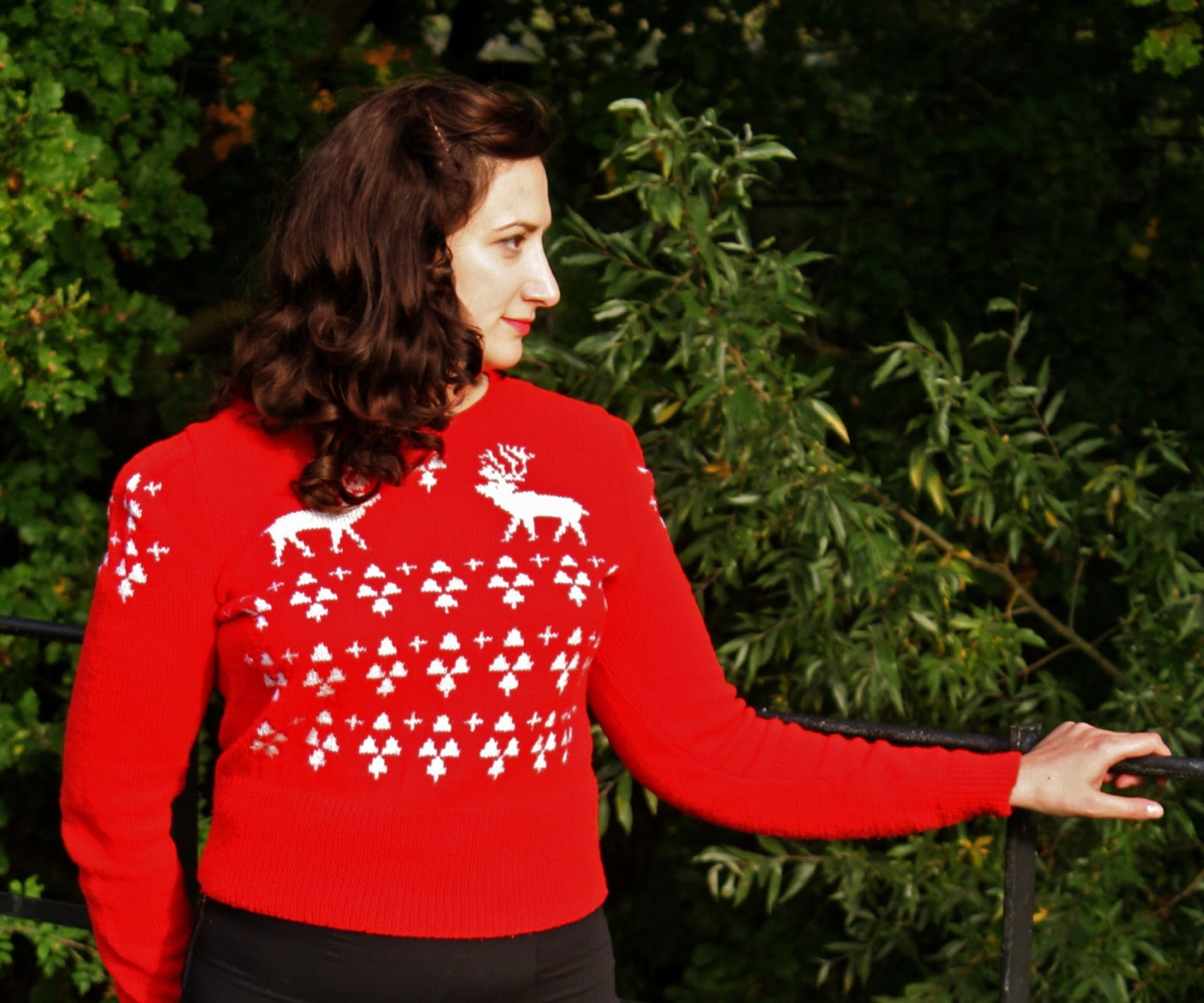Christmas Jumper Knitting Patterns Uk : The butterfly balcony knit it perfect christmas jumper