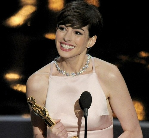 Anne Hathaway Rocks Oscars 2013 Red Carpet In Prada Racy Dress