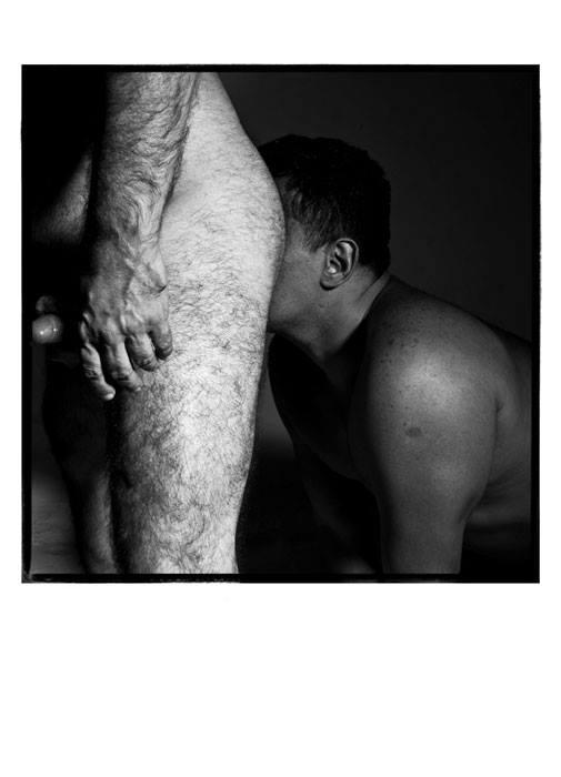 Bajo escenas de desnudos del vientre
