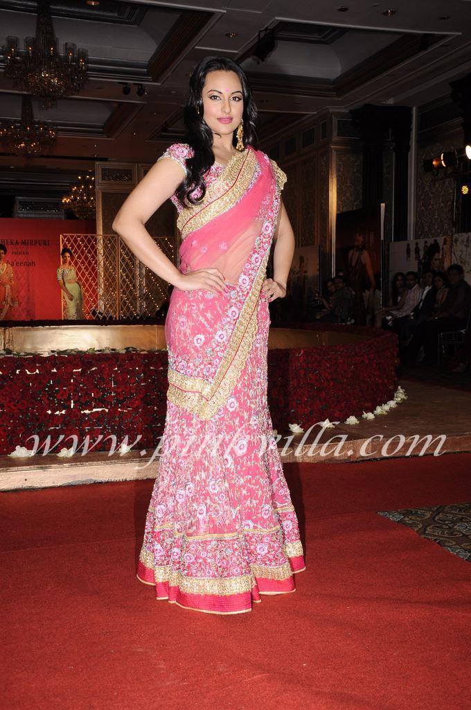 Sonakshi Sinha Beautiful Bridal Saree @ WLIFW 2012