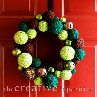 yarn+ornament+and+jingle+bell+wreath.jpg