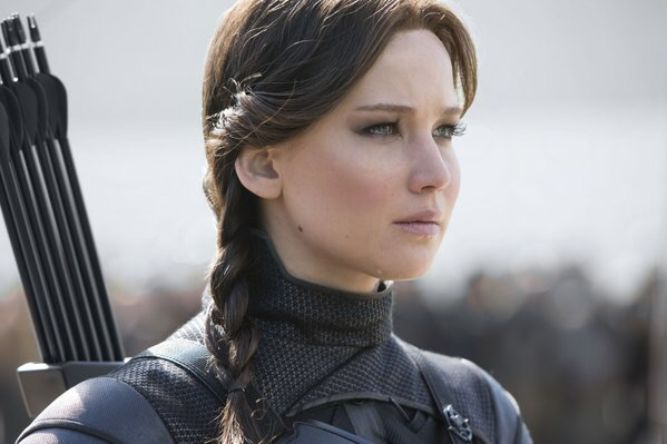 katniss everdeen hunger games mockingjay part 2 crying
