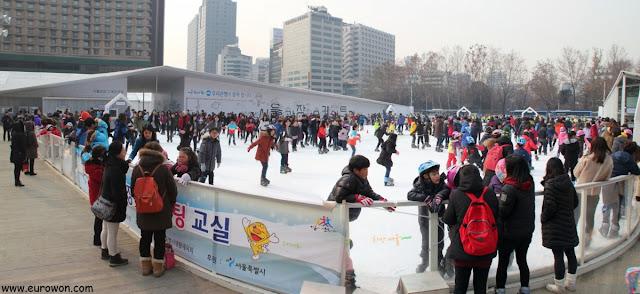 Pista de patinaje sobre hielo en la Plaza de Seúl