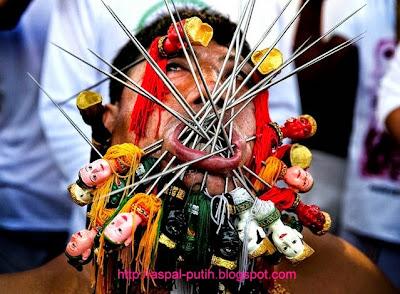 ritual ekstrim masyarakat phuket thailand
