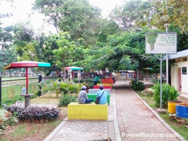 Sisi sebelah selatan Taman Paseban