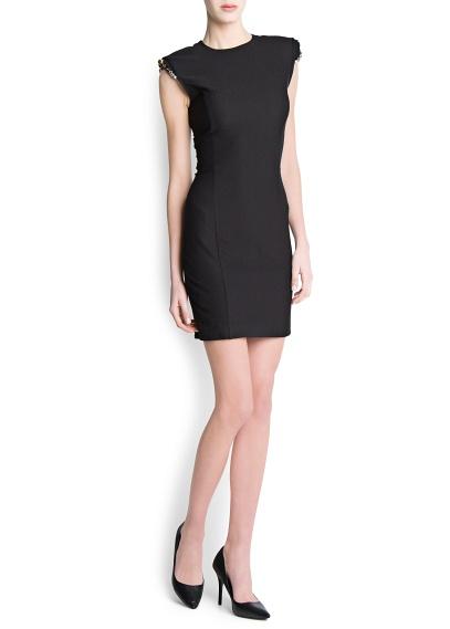 Kristal taş süslemeli vatkalı omuzlu, yuvarlak yakalı, sırt kısmı boyunca fermuarlı, dar kesim kolsuz elbise.