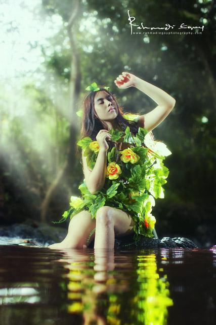 foto model cantik seksi konsep alam liar hutan jungle 5