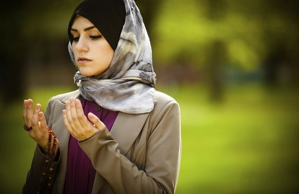 3 Cara Bagaimana Menjaga Kulit Kepala dan Rambut Bagi Pemakai Jilbab