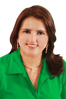 http://2.bp.blogspot.com/--Po6Ff76lRs/UA8KuMWFQTI/AAAAAAAADSQ/h5kdCuF2ArA/s1600/luciana+oficial.jpg