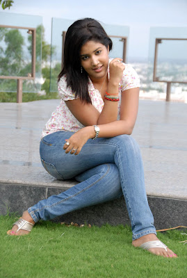 Sowmya In Jeans Cute Wallpapers hot photos