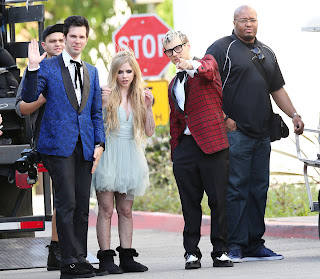 Videoclip » Here's to Never Growing Up [¡100 Millones!] - Página 3 EXPOSTAS.com+Avril+Lavigne+2013-04-07+-+On+Set+of+her+new+Video+HERE%27S+TO+NEVER+GROWING+UP+in+LA+%281%29
