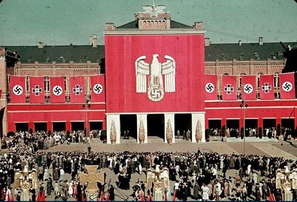 Hitler Almanyasının Yahudilere zulüm resimleri ile ilgili görsel sonucu