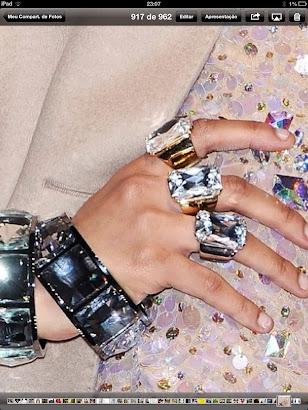 Dedos com muito anéis !