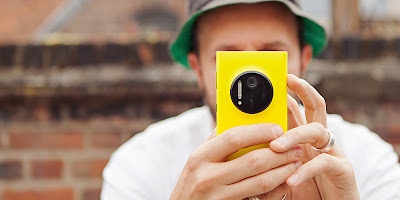 Nokia Lumia 1020 Yello In Hand