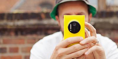 Nokia Lumia 1020 Yello In Hand