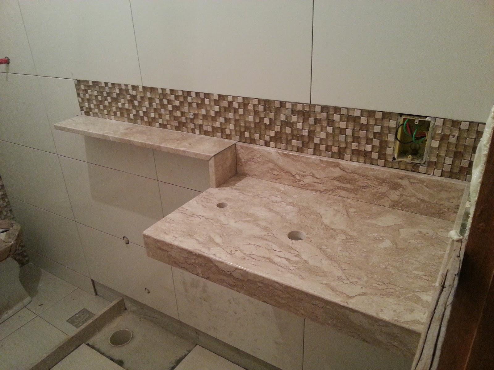 ! Vi uma prateleira numa revista e tentei reproduzir no meu banheiro  #3E3020 1600x1200 Banheiro Container Bahia