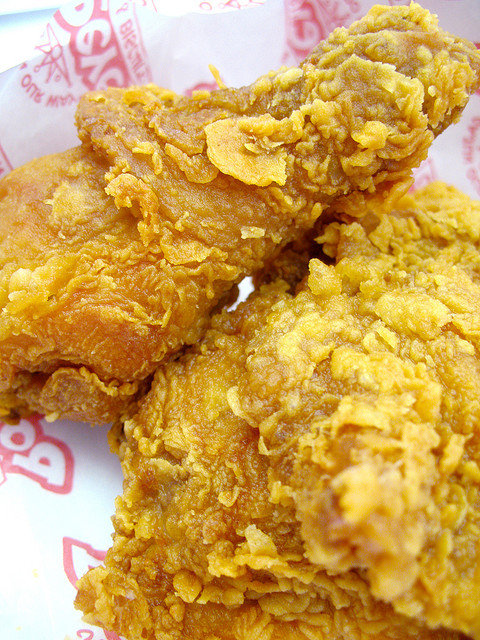 Ever since I brought you all my — >Homemade KFC chicken recipe, this Popeyes version has been requested numerous times, FINALLY – here it is! These pieces of chicken are ULTRA tender & juicy- covered in a spicy, crispy coating that will knock your socks off!