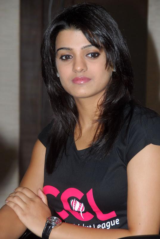 Tashu Kaushik Ccl Stills navel show