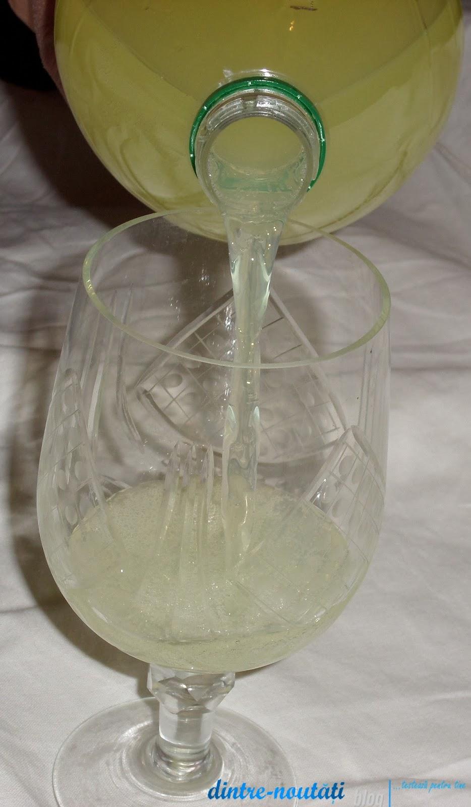 Băutură răcoritoare carbogazoasă cu suc concentrat de pere