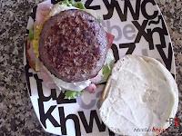 Hamburguesa Juicy Lucy-añadiendo la carne