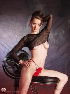 Nude Selfie - rs-p6255671-764957.jpg
