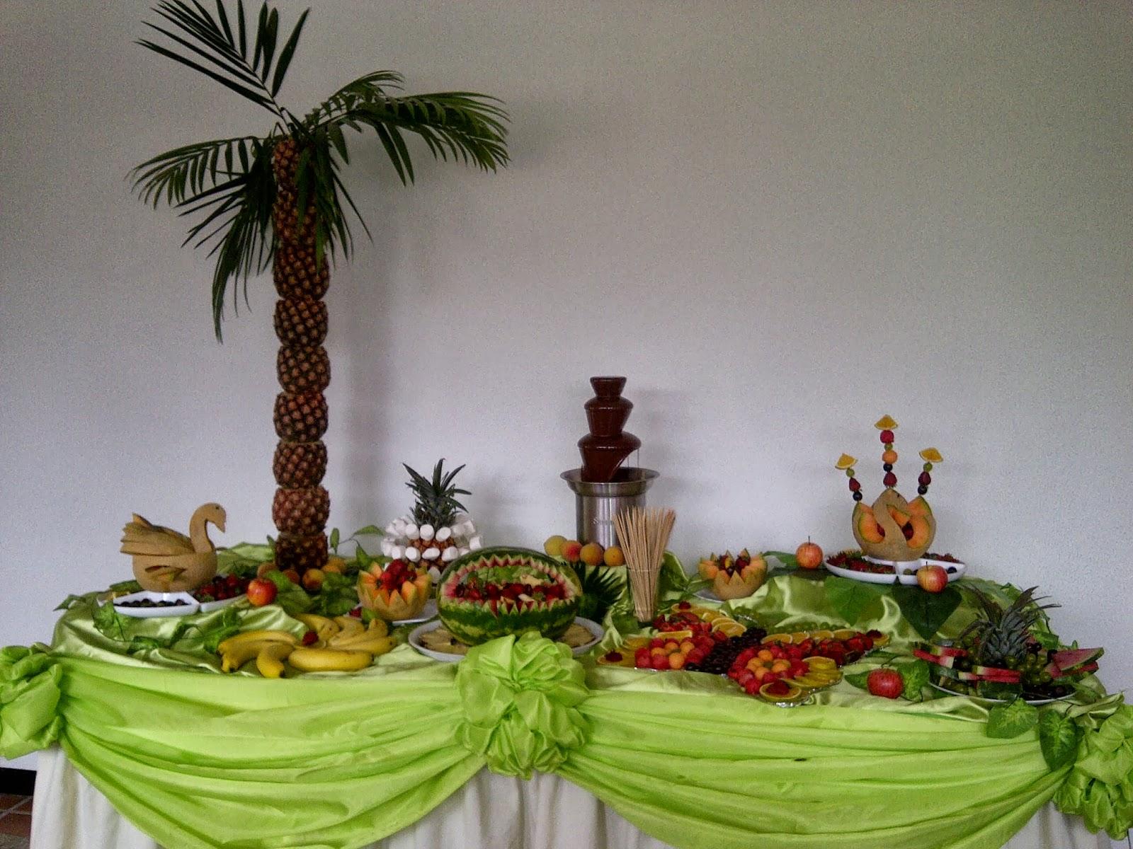 Mesas de frutas para fiestas imagui for Como secar frutas para decoracion