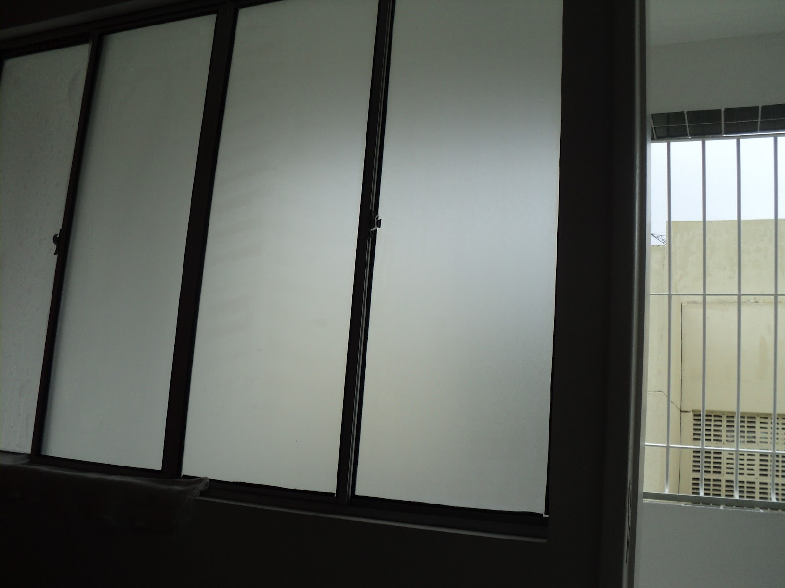 #717457  adesivo jateado em janela (efeito de vidro fosco) em Camaragibe 3508 Adesivo Janela Privacidade