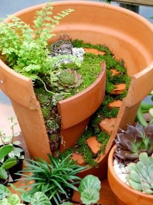 عمل تجميل للاواني المكسورة broken-pot-fairy-garden-21-299x400.jpg