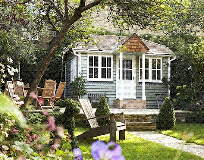 darling cottage, shingled cottage,  living in small spaces, getaway from it all, adorable living
