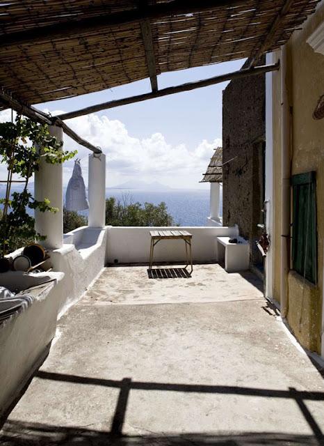 Casa dei Poeti, Stromboli terrace