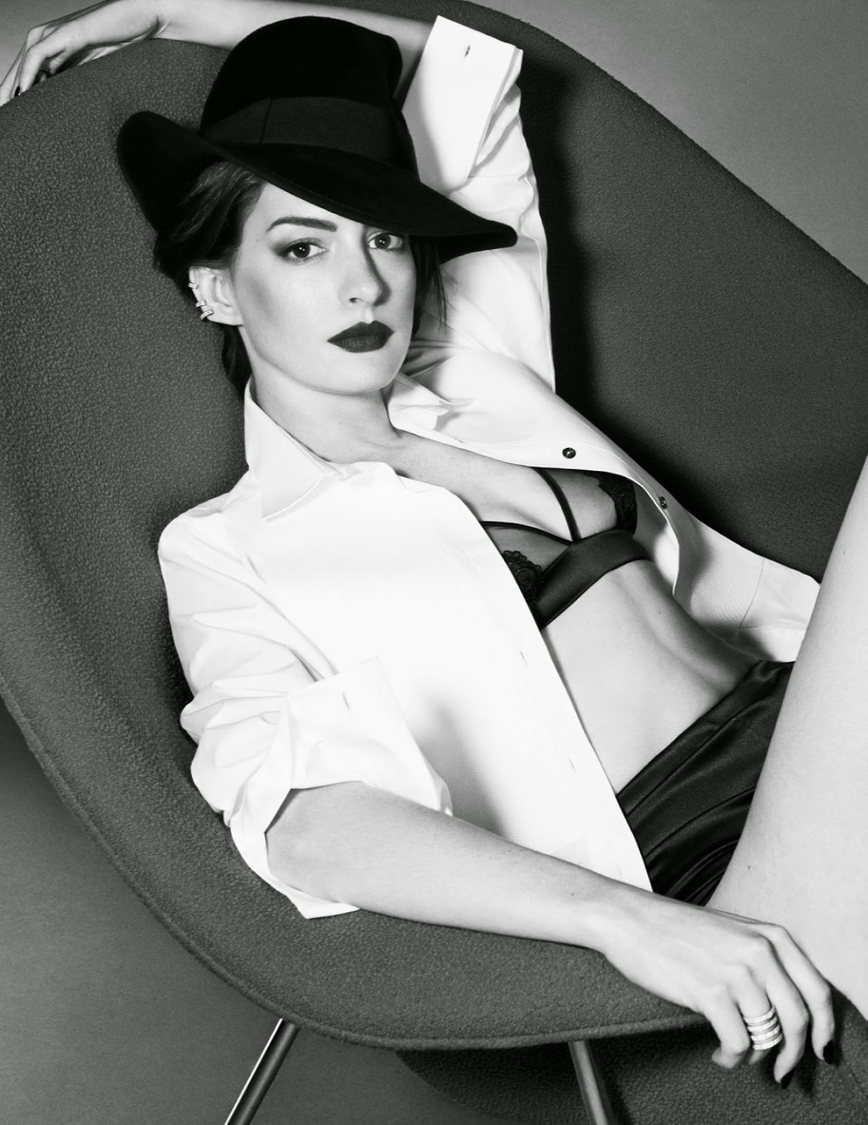 Anne Hathaway – Photoshoot for Elle Magazine (UK) November 2014 Issue