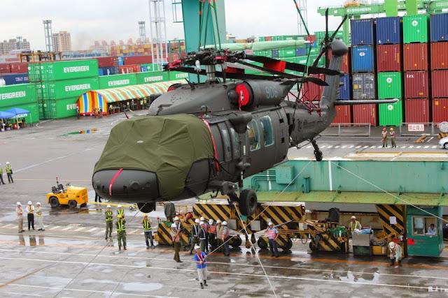 Taiwan - Página 2 Taiwan%2527s%2Bsecond%2Bbatch%2Bof%2Bfour%2Barmy%2BBlack%2BHawk%2BUH-60M%2Bhelicopters%2Barrive%2B1
