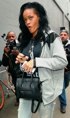 Rihanna_capinhas_de_iPhone_em_formato_de_soco_inglês